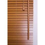 Горизонтальные деревянные жалюзи 25мм фото