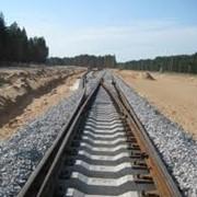 Укладка железнодорожного пути фото