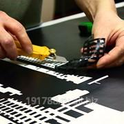 Монтаж плоттерной пленки на рельефную поверхность 1-5 м2 фото