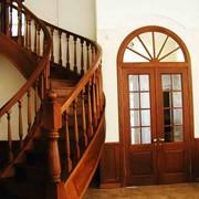 Лестницы из массива дуба, ольхи фото