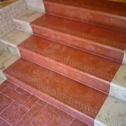 Ступеньки с косичкой накладные, бетонные под мрамор фото