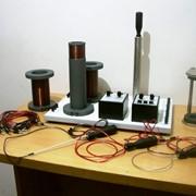 Установка демонстрационная Индуктивность и емкость в контуре переменного тока ФДЭ-003М фото