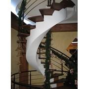 Лестница на бетонном косоуре фото