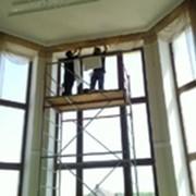 Мытье окон, витрин и фасадов фото