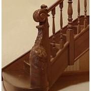 Лестницы с ручной резьбой по дереву фото