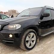 Автомобиль BMW X5 черный фото