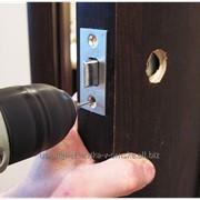 Врезка замка в дверь в Омске фото