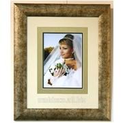 Свадебные фотографии в деревянной рамке фото
