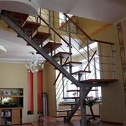Лестница на сварном центральном косоуре фото