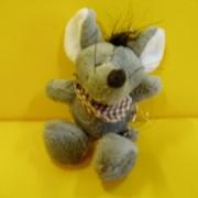 Брелок мышь в косынке фото