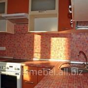 Яркий угловой кухонный гарнитур фото
