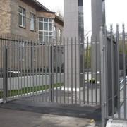 Металлический забор с наконечниками фото