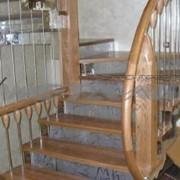 Интерьерные лестницы на металлокаркасе фото