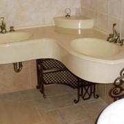 Столешница из камня в ванной комнате фото
