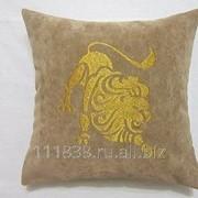 Подушка Лев бежевая фото