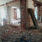 Демонтажные работы услуги по сносу ветхих строений фото
