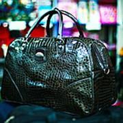 Женская лакированная сумка темно-зеленая фото