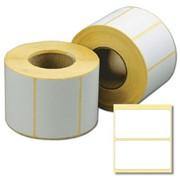 Белые этикетки из термобумаги в рулонах фото