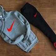 Мужской спортивный костюм Nike серо чёрный с капюшоном (красный логотип) фото
