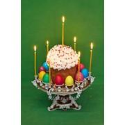 Пасхальницатортница фарфоровая с куличем яйцами и свечами бордо фото
