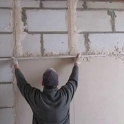 Оштукатуривание стен по маякам фото