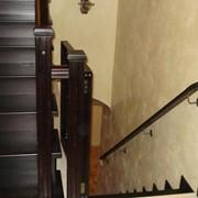 Лестница деревянная винтовая из сосны фото