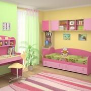 Мебель в детскую для девочки из немецкого ЛДСП, длина стола 900мм Высота 1450мм фото