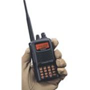 Носимая радиостанция: Yaesu FT-60R фото