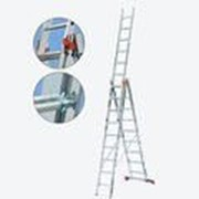 Универсальная алюминиевая трехсекционная лестница 3х8 ступеней Tribilo KRAUSE 121301 фото