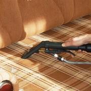 Чистка мягкой мебели на дому; химчистка диванов, кресел в квартирах и офисах Киева. фото