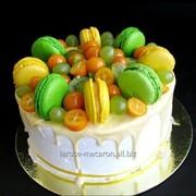 Торт Адрианна медовый торт с фруктами и макаронсами фото