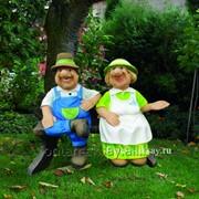Садовники на скамейке фото