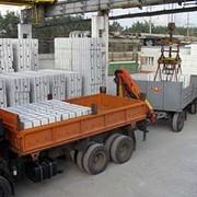 Доставка автомобильным транспортом газобетона AEROC, газоблока AАС, клеевой смеси, кирпича. фото