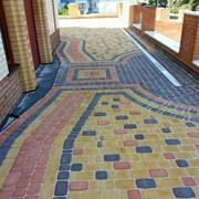 Укладка тротуарной плитки на даче фото