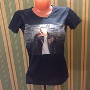 Женская черная футболка с фото фото