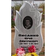 Памятники христианские из серого мрамора, белого мрамора фото