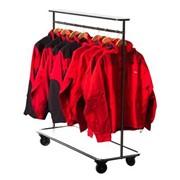 Передвижной стенд для одежды фото
