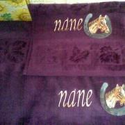 Вышивание. Нашивки, логотипы, надписи на одежде, именные надписи на подарочном тестиле фото