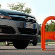 Дорожные барьеры и блокираторы парковочных мест фото