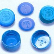 Винтовые колпачки пластиковые для укупоривания ПЭТ-тары, персонализация, промо-акции фото