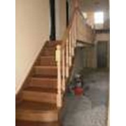 Изготовление деревянных лестниц внутренних под заказ фото