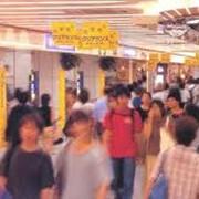 Реклама на уличных указателях в подземных переходах фото