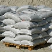 Песок мелкий в мешках по 30 кг. фото