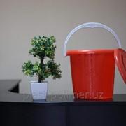 Пластиковое ведро красное фото