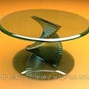 Мебель из стекла различной цветовой гаммы фотография