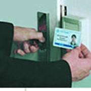Бесконтактная пластиковая карточка фото