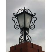 Кованый фонарь на столб фото