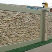 Заборы бетонные двухсторонние фото