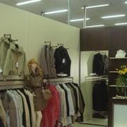 Изготовление торгового оборудования для магазинов одежды фото
