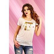 Белая летняя футболка из трикотажа, рисунок на груди фото